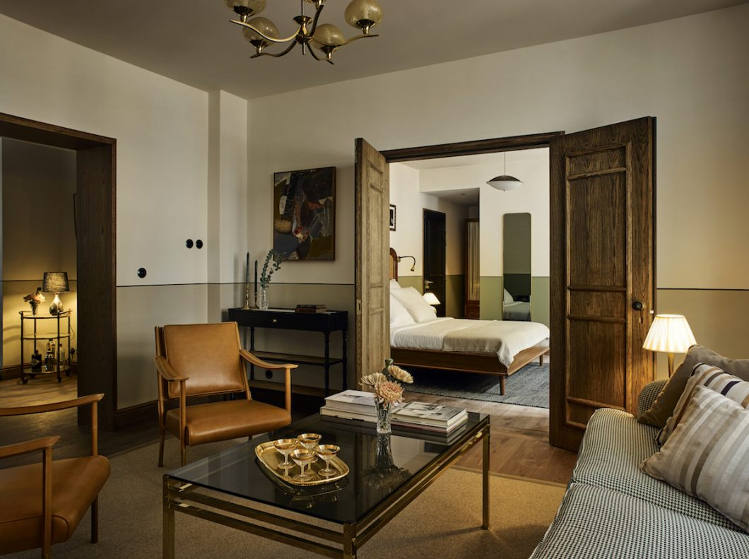 Master Bedroom Suite - Hotel Sanders